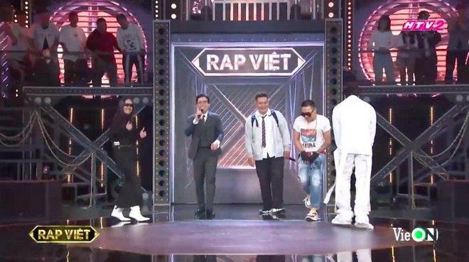 Chàng trai một tạ mốt mặc đồng phục học sinh đốt cháy sân khấu Rap Việt khiến Binz, Karik, Wowy và Suboi ra sức giành giật - ảnh 2