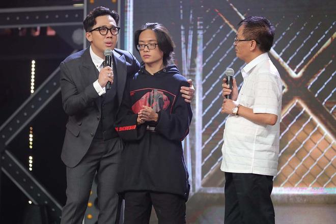 Rap Việt: Trai thành phố lớn Binz bỗng trở nên bé nhỏ khi nghẹn ngào nhắc về người cha quá cố - ảnh 3