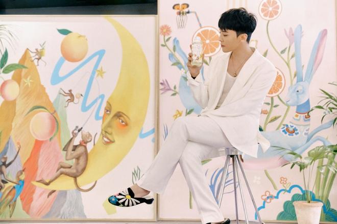 Cnet sốt xình xịch với quảng cáo cực hot của ông hoàng G-Dragon, dân tình lìa lịa lắc đầu không tin anh đã U35 - ảnh 1