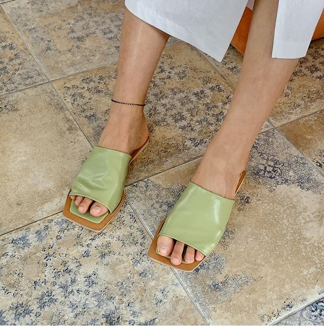 Hè diện váy yểu điệu mà kết hợp 4 kiểu giày dép sau thì style của bạn sẽ được nhân đôi điểm xịn sò - ảnh 11