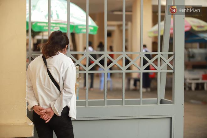 Những khoảnh khắc cảm xúc nhất kỳ thi THPT Quốc gia: Khi đứa con bé bỏng của bố mẹ sắp bước vào đại học - ảnh 7