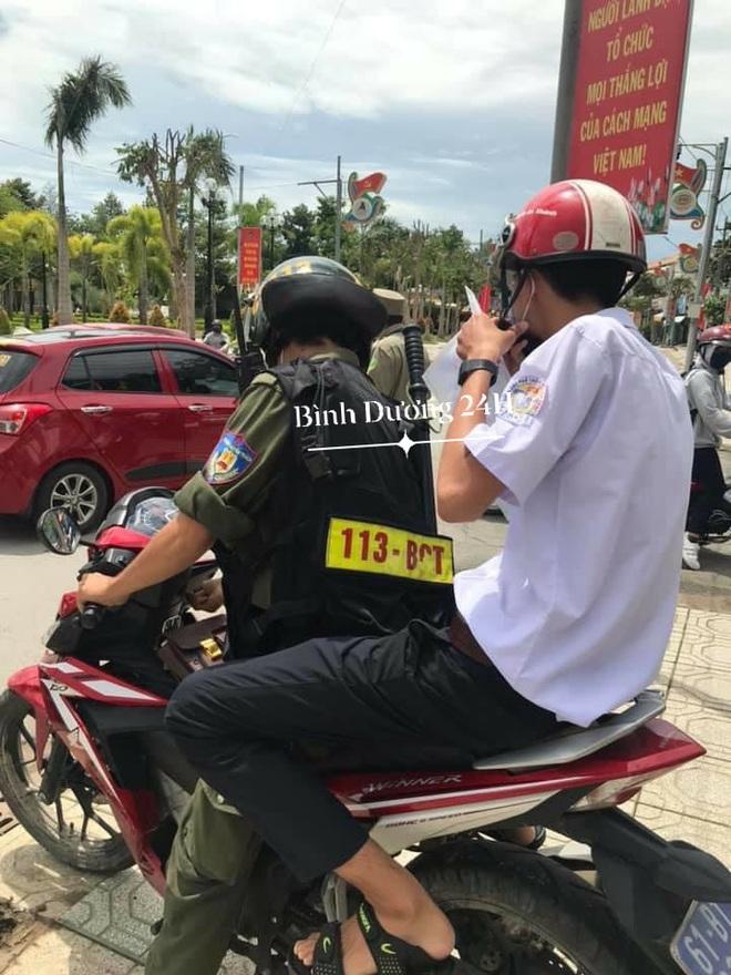 Đang đi thi thì bị hỏng xe giữa đường, nam sinh được chú Cảnh sát giao thông chở đến trường - ảnh 2