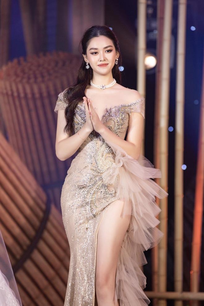 Minh Nhựa mạnh tay chi hơn 400 triệu đấu giá váy cưới của Lương Thuỳ Linh ủng hộ Đà Nẵng chống dịch Covid-19 - Ảnh 7.