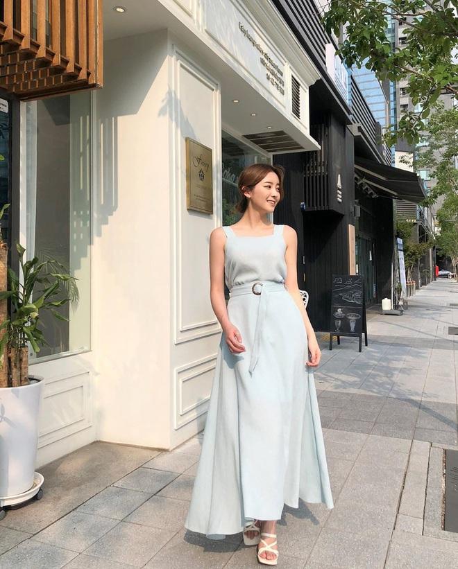 Hè diện váy yểu điệu mà kết hợp 4 kiểu giày dép sau thì style của bạn sẽ được nhân đôi điểm xịn sò - ảnh 14