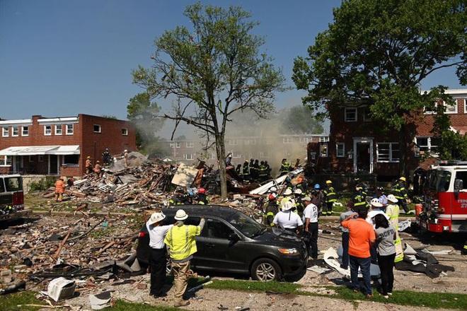 Nổ khí gas ở Mỹ, nhiều người mắc kẹt trong đống đổ nát - ảnh 1