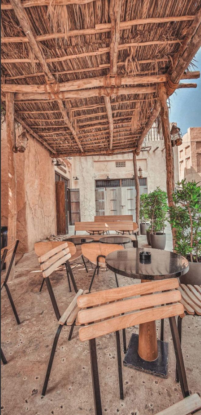"""Cửa hàng Starbucks ở Dubai gây """"bão"""" vì thiết kế mái lá vô cùng đặc biệt - Ảnh 6."""