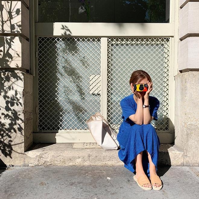 Hè diện váy yểu điệu mà kết hợp 4 kiểu giày dép sau thì style của bạn sẽ được nhân đôi điểm xịn sò - ảnh 2