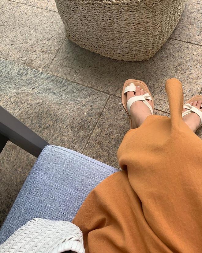 Hè diện váy yểu điệu mà kết hợp 4 kiểu giày dép sau thì style của bạn sẽ được nhân đôi điểm xịn sò - ảnh 9