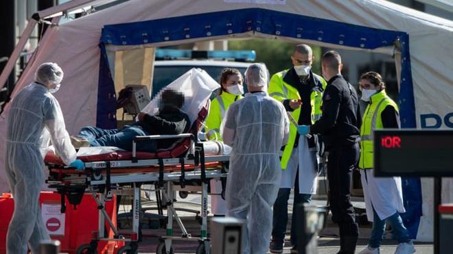 Số người chết do Covid-19 ở Mỹ giảm sau 4 tuần tăng liên tiếp - ảnh 1
