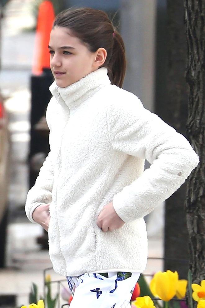Nhan sắc tuổi 14 rực rỡ của Suri Cruise: Càng lớn càng giống hệt mẹ, trưởng thành và hạnh phúc dù thiếu vắng tình cha - ảnh 3