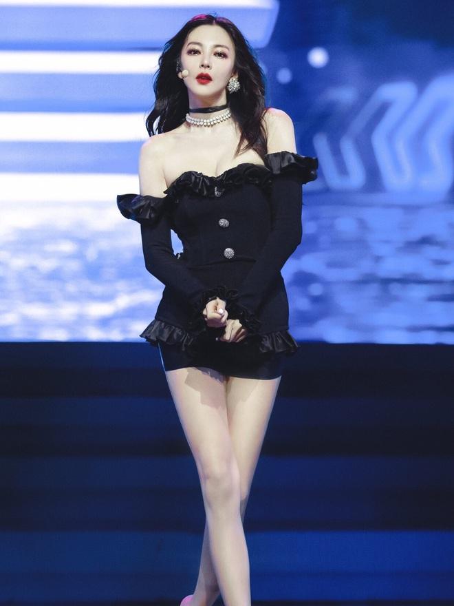 """""""Song Hye Kyo Trung Quốc"""" leo thẳng lên top tìm kiếm Weibo vì body như búp bê Barbie, chặt đẹp cả Jennie - ảnh 2"""