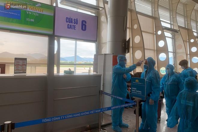 Chuyến bay đầu tiên chở du khách từ Đà Nẵng về TP. Hồ Chí Minh - ảnh 3