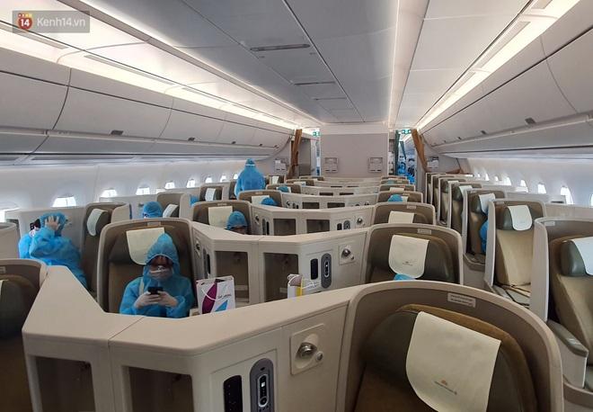 Chuyến bay đầu tiên chở du khách từ Đà Nẵng về TP. Hồ Chí Minh - ảnh 6
