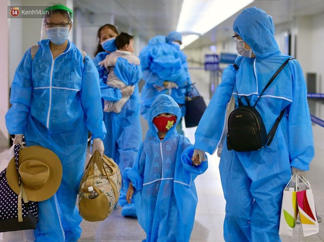 Chuyến bay đầu tiên chở du khách từ Đà Nẵng về TP. Hồ Chí Minh - ảnh 9