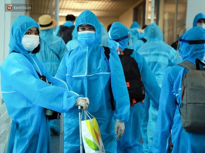 Chuyến bay đầu tiên chở du khách từ Đà Nẵng về TP. Hồ Chí Minh - ảnh 8