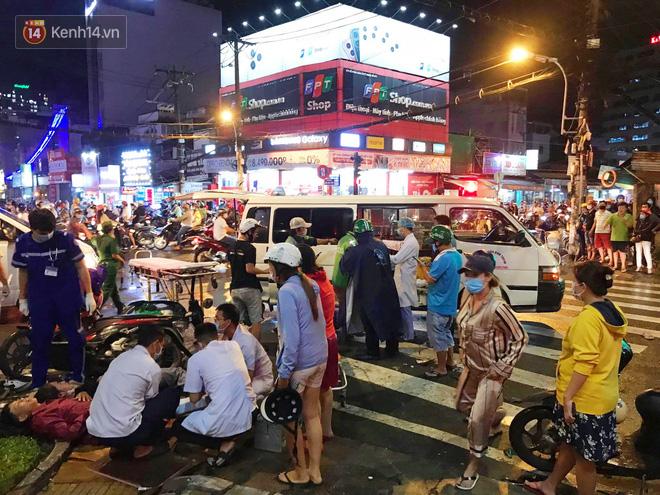 Nhân chứng kể lại giây phút kinh hoàng xe Camry tông hàng loạt xe máy ở Sài Gòn: Người bị thương nằm la liệt, chảy máu nhiều lắm - ảnh 1
