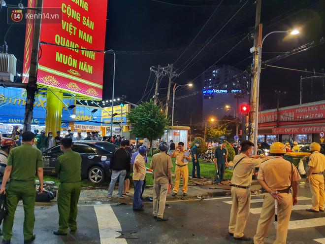 Nhân chứng kể lại giây phút kinh hoàng xe Camry tông hàng loạt xe máy ở Sài Gòn: Người bị thương nằm la liệt, chảy máu nhiều lắm - ảnh 11