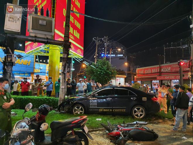 Nhân chứng kể lại giây phút kinh hoàng xe Camry tông hàng loạt xe máy ở Sài Gòn: Người bị thương nằm la liệt, chảy máu nhiều lắm - ảnh 9