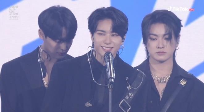 BTS giật giải Daesang duy nhất của Soribada Awards dù không tham dự; TWICE, Red Velvet và Kang Daniel chia đều các giải quan trọng còn lại - ảnh 8