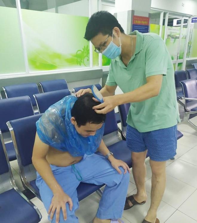 Những hình ảnh giản dị mà dễ thương của các y bác sĩ bên trong Bệnh viện Đà Nẵng - ảnh 3