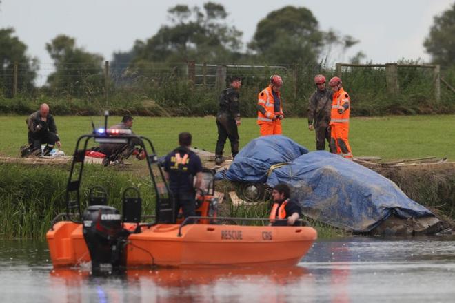 Thi thể của người đàn ông mất tích cách đây 29 năm được tìm thấy trong xe ô tô chìm sâu dưới đáy sông - ảnh 1
