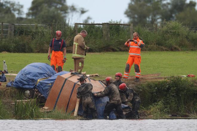 Thi thể của người đàn ông mất tích cách đây 29 năm được tìm thấy trong xe ô tô chìm sâu dưới đáy sông - ảnh 3