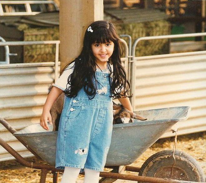 Nàng công chúa Dubai từng gây bão cộng đồng mạng bởi vẻ ngoài đẹp như thiên thần giờ đã trưởng thành với ngoại hình sáng chói - ảnh 2