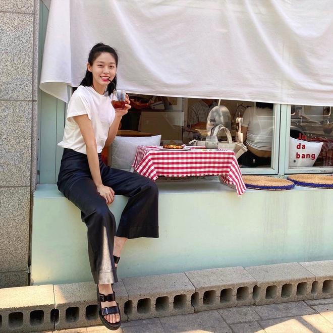 Sao Hàn có 10 cách diện áo phông trắng xinh nức nở, bạn cứ học theo là style chẳng bao giờ bị chê nhạt - ảnh 6