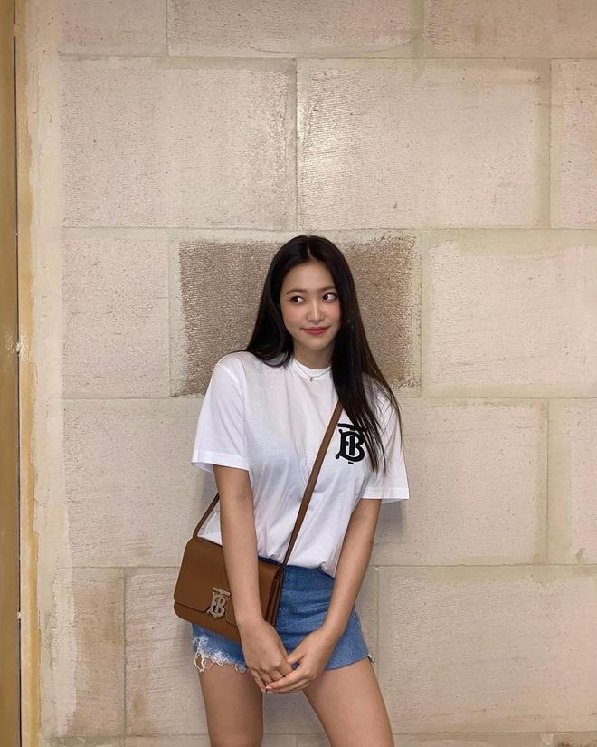 Sao Hàn có 10 cách diện áo phông trắng xinh nức nở, bạn cứ học theo là style chẳng bao giờ bị chê nhạt - ảnh 1