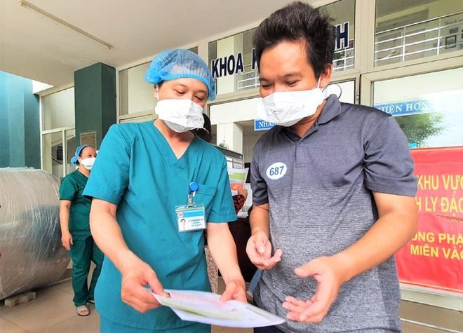 Thêm 5 bệnh nhân Covid-19 ở Đà Nẵng khỏi bệnh, được xuất viện - ảnh 2