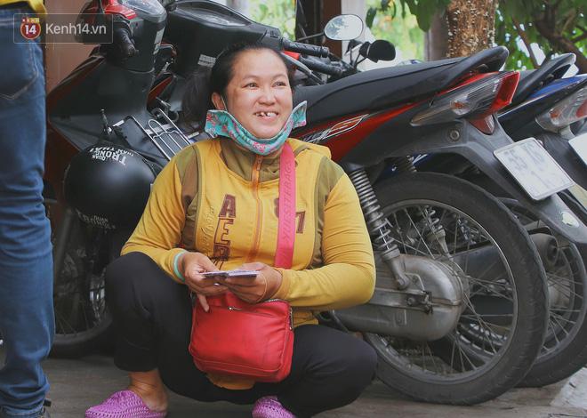 Bố bỏ nhà theo vợ nhỏ, bé trai 9 tuổi đi bán vé số khắp Sài Gòn kiếm tiền chữa bệnh cho người mẹ tật nguyền - ảnh 14