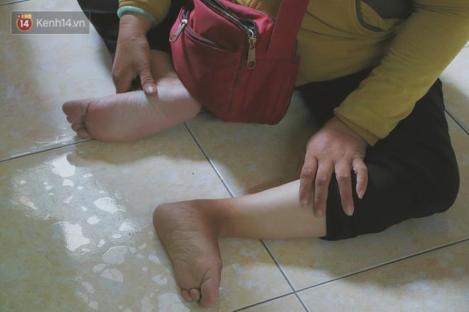 Bố bỏ nhà theo vợ nhỏ, bé trai 9 tuổi đi bán vé số khắp Sài Gòn kiếm tiền chữa bệnh cho người mẹ tật nguyền - ảnh 7