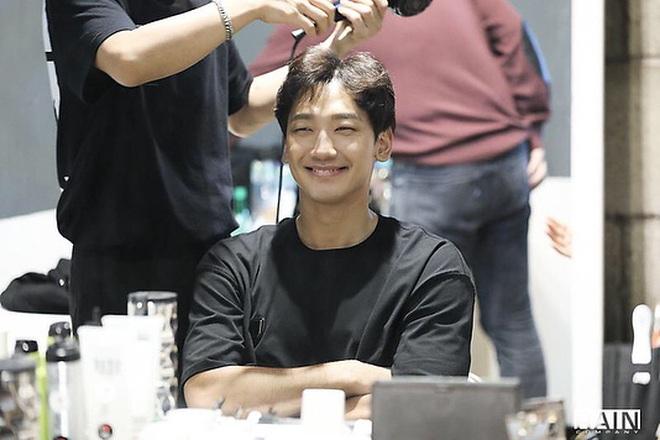 """Kim Tae Hee """"dùng chồng như phá"""": Bi Rain lộ gương mặt gầy xọp, mặt hốc hác đến mức đáng lo - Ảnh 6."""