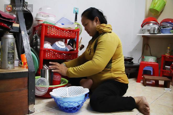 Bố bỏ nhà theo vợ nhỏ, bé trai 9 tuổi đi bán vé số khắp Sài Gòn kiếm tiền chữa bệnh cho người mẹ tật nguyền - ảnh 6