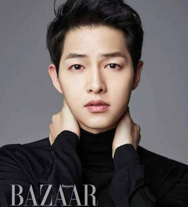 Song Joong Ki lộ diện khác lạ, dửng dưng đi chơi với gia đình sau khi bị Song Hye Kyo đá xoáy - ảnh 4