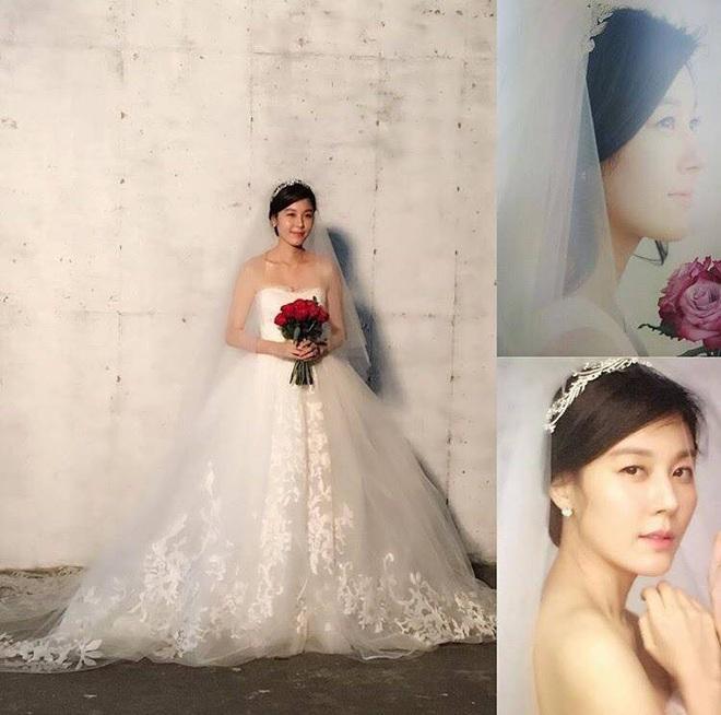 """Đào lại váy cưới của dàn mỹ nhân huyền thoại, dân Hàn mới thấy """"trùm cuối"""" là Kim Ha Neul chứ không phải Han Ga In hay Jeon Ji Hyun - Ảnh 8."""