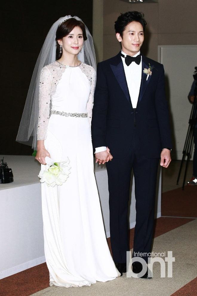"""Đào lại váy cưới của dàn mỹ nhân huyền thoại, dân Hàn mới thấy """"trùm cuối"""" là Kim Ha Neul chứ không phải Han Ga In hay Jeon Ji Hyun - Ảnh 6."""