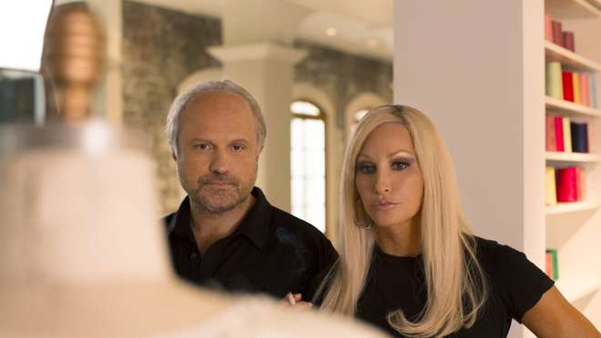 Cuộc đời đầy nước mắt phía sau ánh hào quang của Nữ vương đế chế Versace: Từ búp bê sống của anh trai đến thảm hoạ thẩm mỹ thời đại - ảnh 6