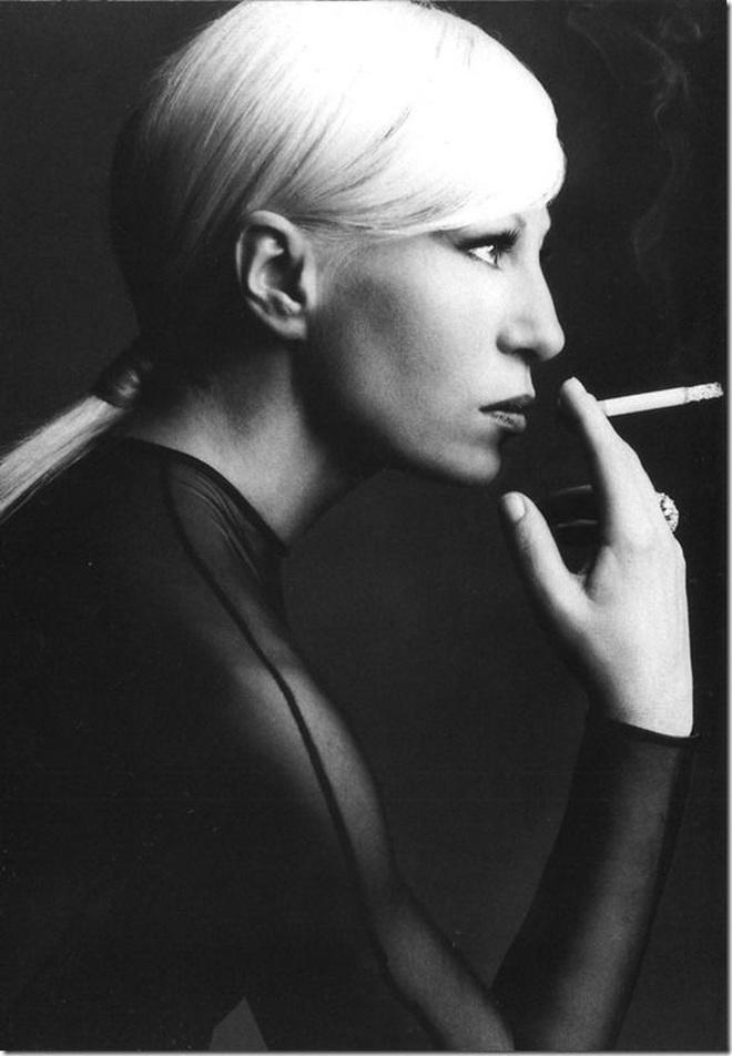 Cuộc đời đầy nước mắt phía sau ánh hào quang của Nữ vương đế chế Versace: Từ búp bê sống của anh trai đến thảm hoạ thẩm mỹ thời đại - ảnh 4