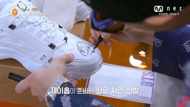 Thí sinh Việt Nam lọt top 12 I-LAND, may mắn sở hữu đôi giày có chữ ký tay của j-hope (BTS) - ảnh 7