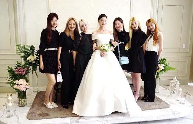 """Hyelim (Wonder Girls) hé lộ dàn khách mời quyền lực trong đám cưới: TWICE xinh đẹp ngút ngàn, """"boss tổng"""" và nữ thần hội tụ - ảnh 9"""