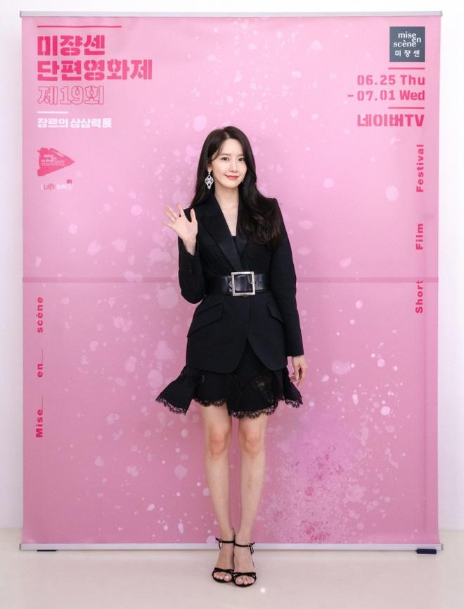 """Cùng mình hạc xương mai nhưng Yoona cũng phải """"mất điện"""" trước vòng eo nhỏ siêu tưởng của Seo Ye Ji - ảnh 4"""