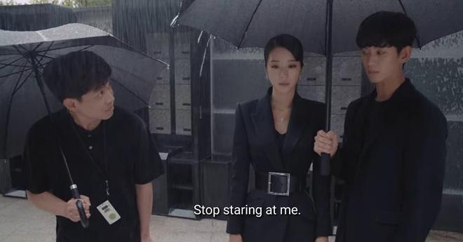 """Cùng mình hạc xương mai nhưng Yoona cũng phải """"mất điện"""" trước vòng eo nhỏ siêu tưởng của Seo Ye Ji - ảnh 1"""