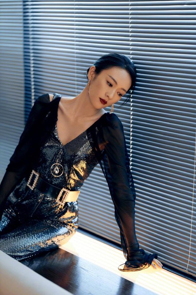 Tam ca 30 Chưa Phải Là Hết mặc xấu phá đảo thảm đỏ Tencent, các chị lại đắc tội để stylist phải dỗi hay gì? - ảnh 1