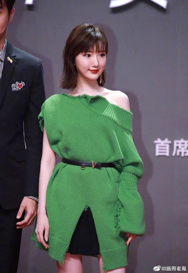 Tam ca 30 Chưa Phải Là Hết mặc xấu phá đảo thảm đỏ Tencent, các chị lại đắc tội để stylist phải dỗi hay gì? - ảnh 6
