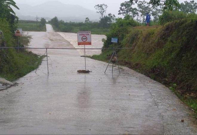 Bão số 2 gây mưa lớn ngập úng nghiêm trọng ở Nghệ An, nhiều địa phương bị chia cắt - ảnh 2