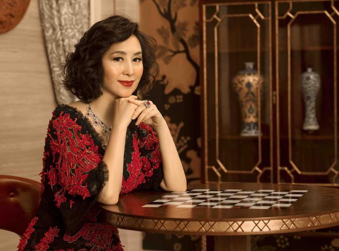 Chiêm ngưỡng loạt ảnh kiều diễm từ bé đến lớn của ái nữ mệnh phú quý Vua sòng bài Macau: Thuở thiếu nữ đẹp không khác mỹ nhân TVB - ảnh 14