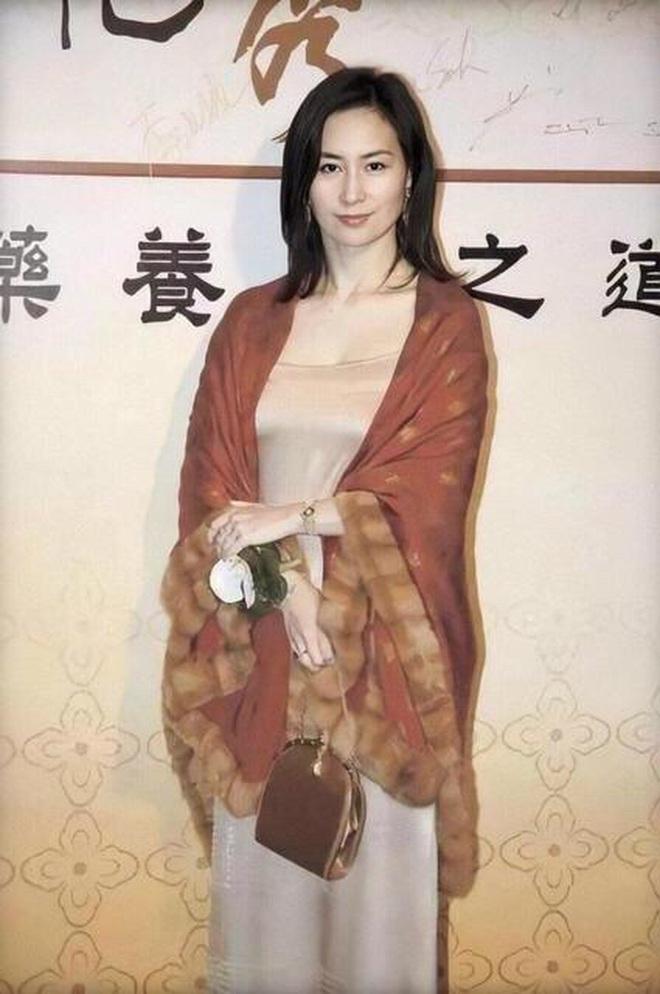 Chiêm ngưỡng loạt ảnh kiều diễm từ bé đến lớn của ái nữ mệnh phú quý Vua sòng bài Macau: Thuở thiếu nữ đẹp không khác mỹ nhân TVB - ảnh 11