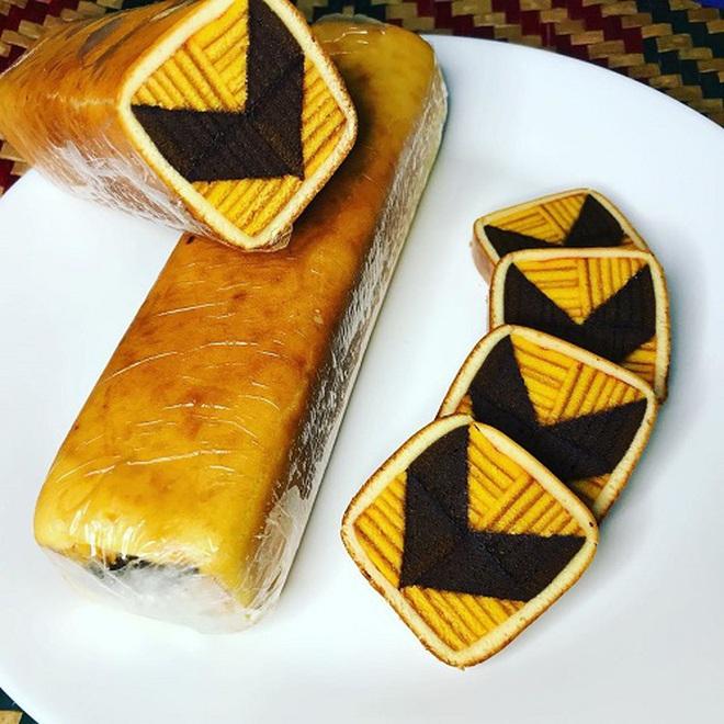 Món bánh siêu cầu kỳ của Malaysia đến thợ chuyên nghiệp còn thấy khó làm: Đẹp không nỡ ăn - Ảnh 6.