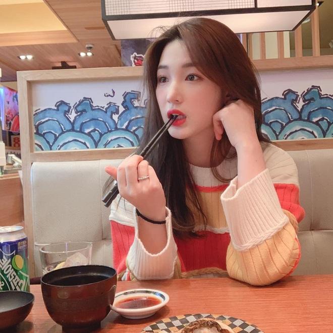 """Dân tình liên tục hỏi bí quyết giảm cân sau sinh: """"bà mẹ trẻ nhất Kbiz"""" Yulhee quay hẳn vlog chỉ cách giảm 30kg hậu sinh nở - Ảnh 6."""
